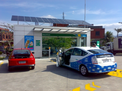 Cars-parking-at-solar-charging-station-